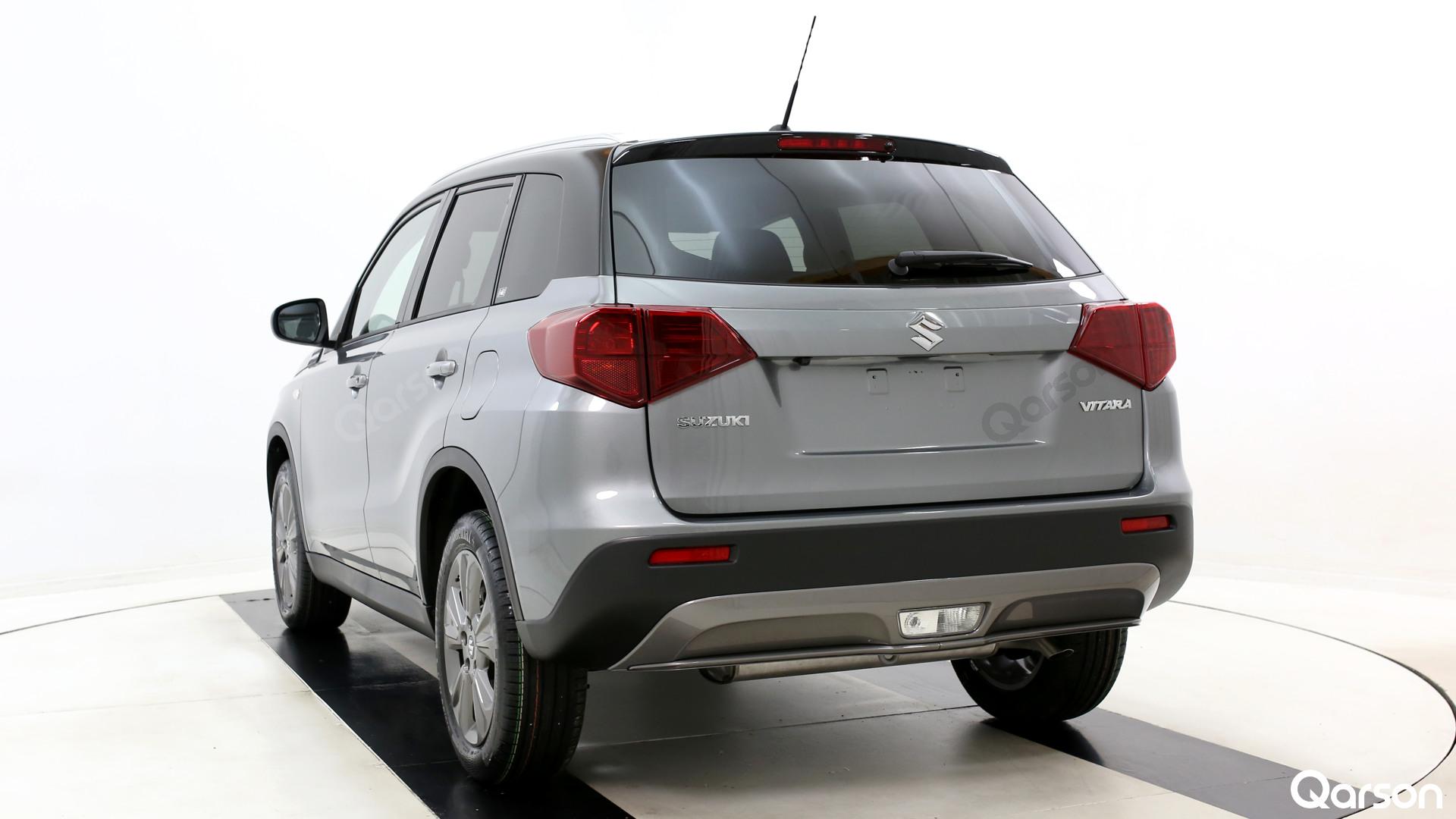 Suzuki Vitara Facelift Widok auta z tylnego boku pod kątem 30 stopni