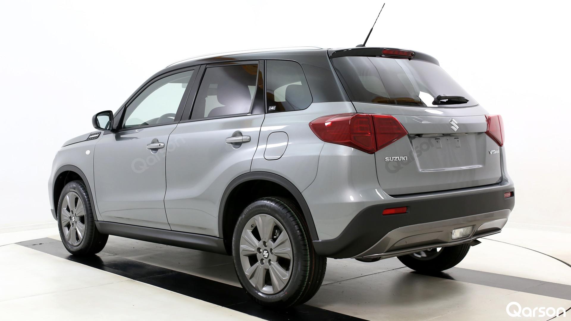 Suzuki Vitara Facelift Widok auta z tylnego boku pod kątem 60 stopni
