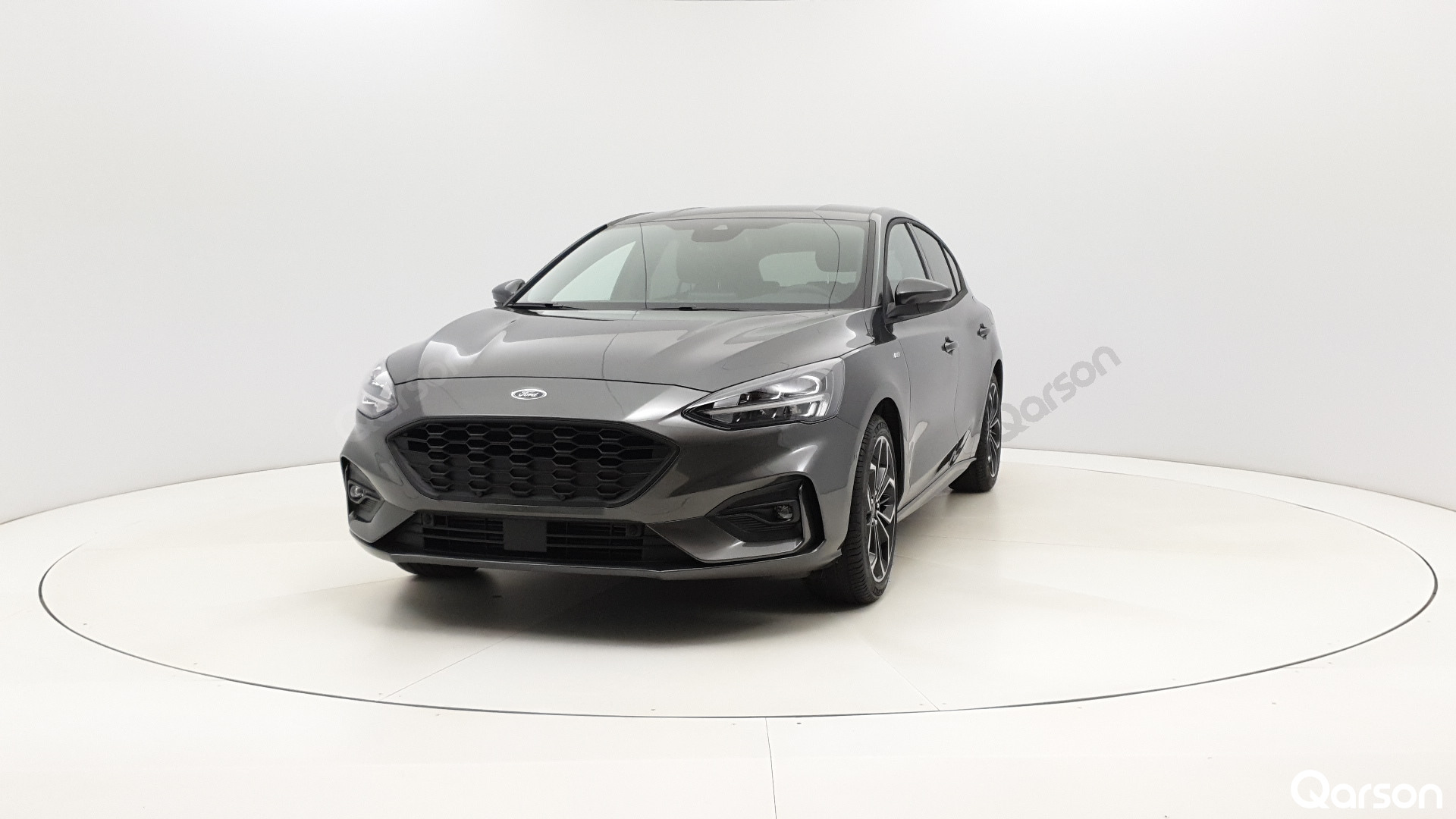 Ford Focus 5D Widok przodu samochodu lewy bok kąt 20 stopni