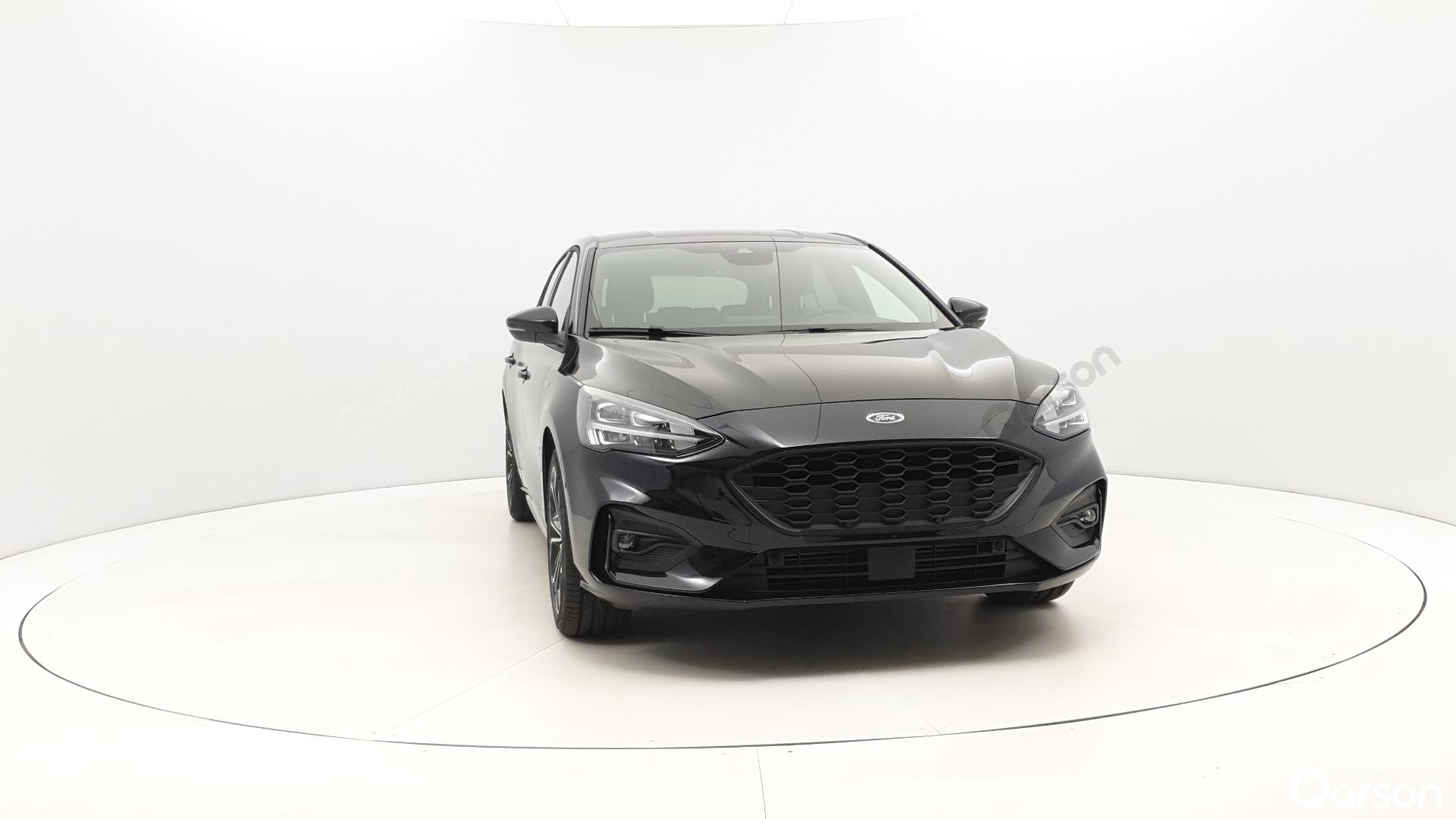 Ford Focus 5D Widok auta z przedniego prawego boku pod kątem 350 stopni