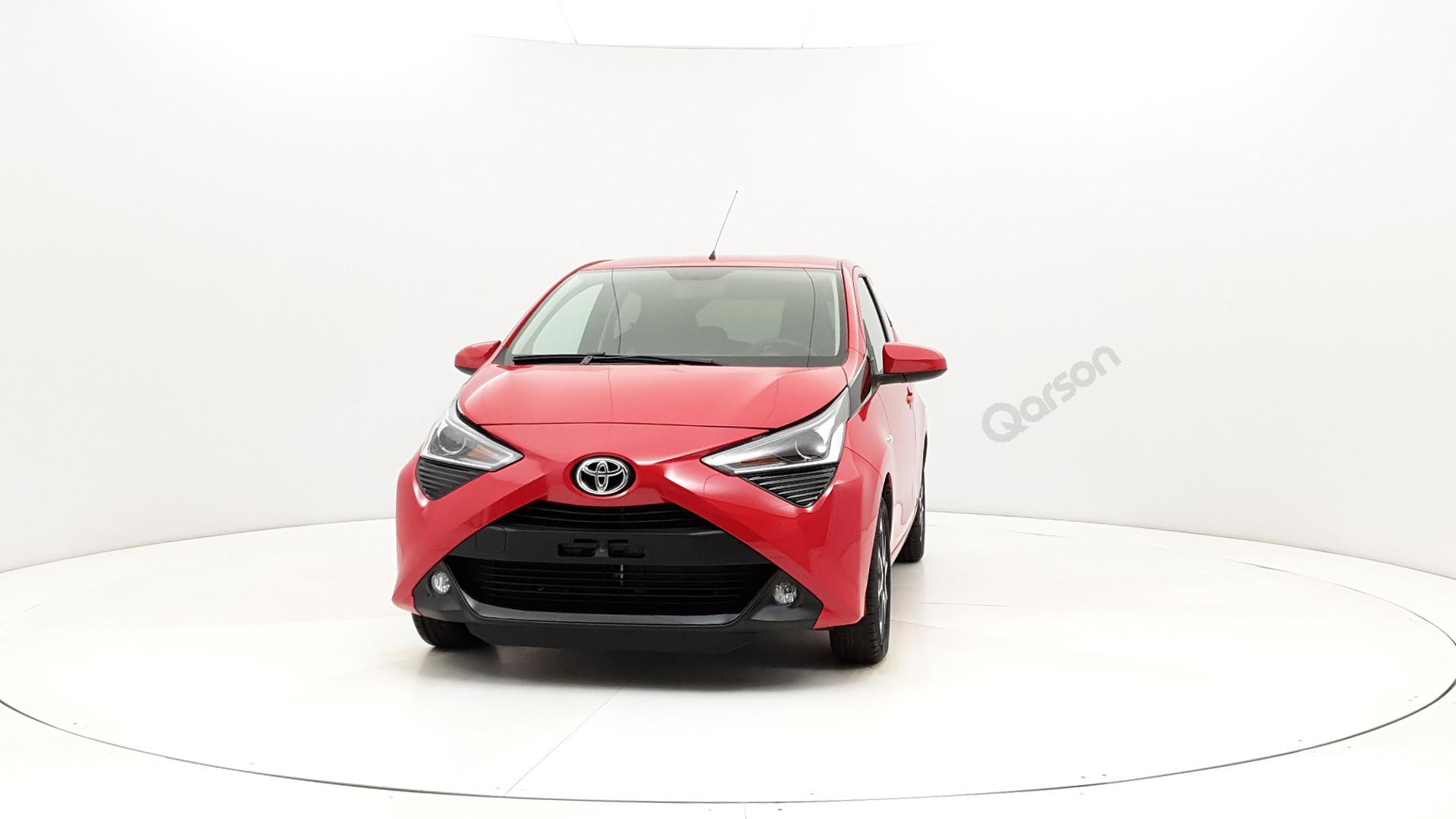 Toyota Aygo 5D Widok przodu samochodu lewy bok 10 stopni
