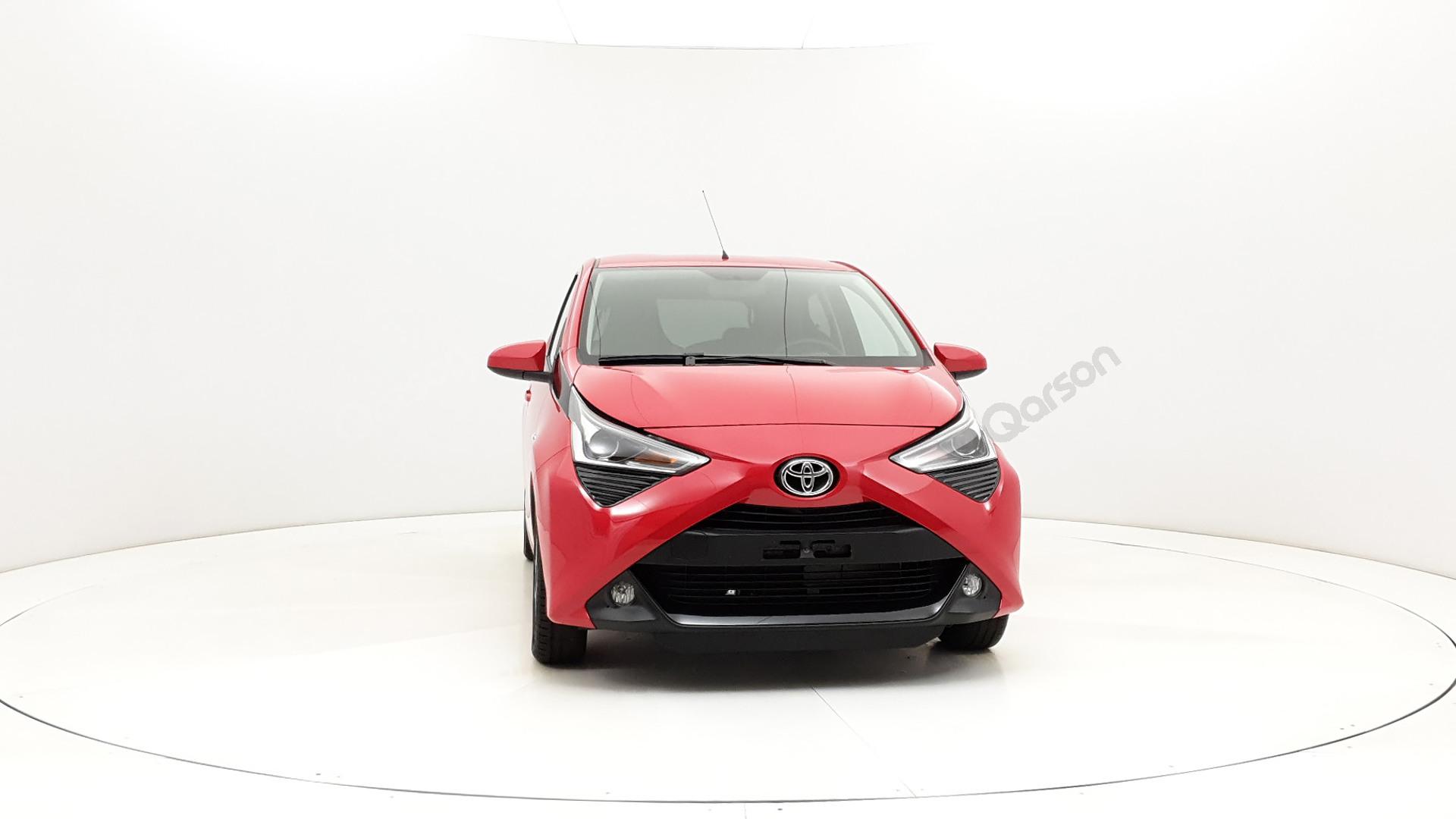 Toyota Aygo 5D Widok auta z przedniego prawego boku pod kątem 350 stopni