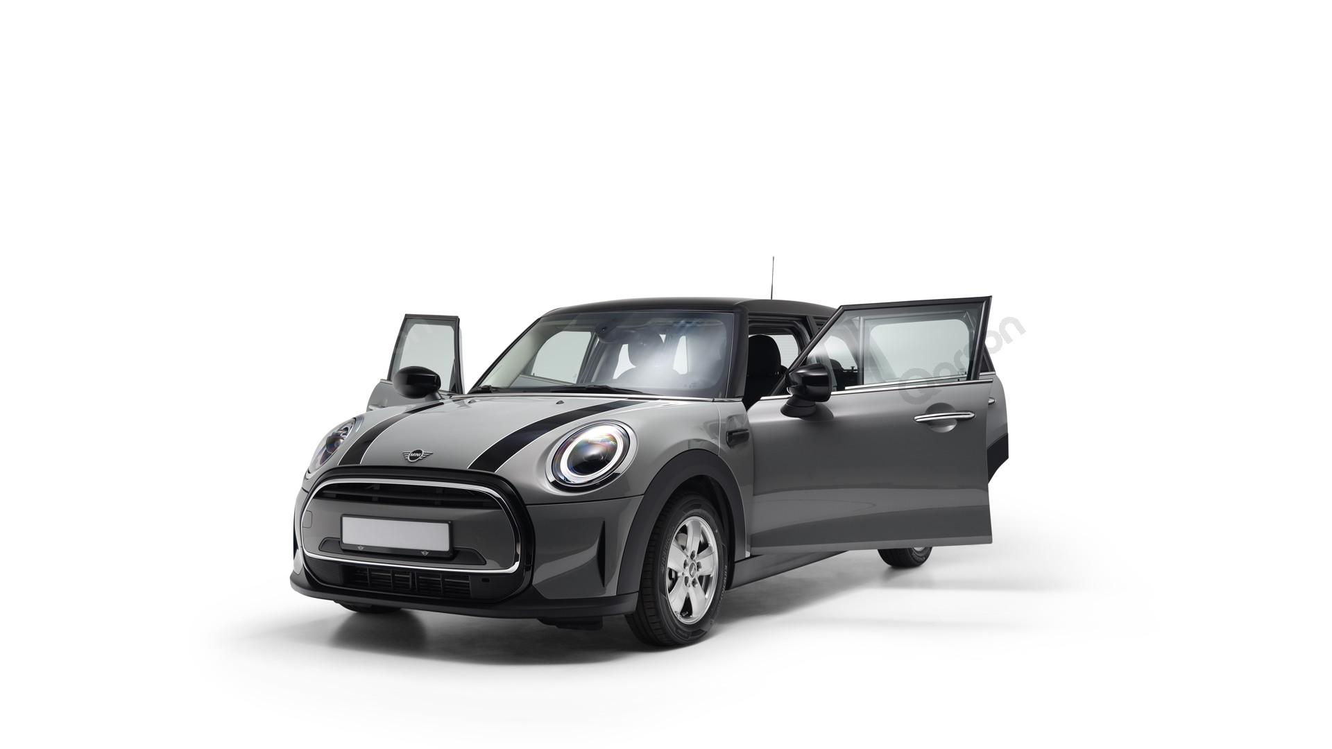 MINI MINI 5D Widok auta z otwartymi drzwiami przedni lewy bok pod kątem 30 stopni